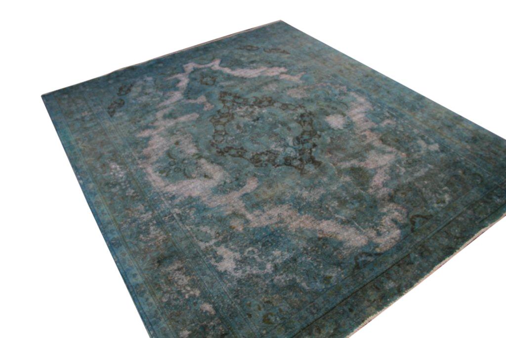 Recoloured lichtblauw vloerkleed nr 272 ( 386cm x 295cm)  Dit kleed is uitgeleend aan Ariadne at Home tot 13 november
