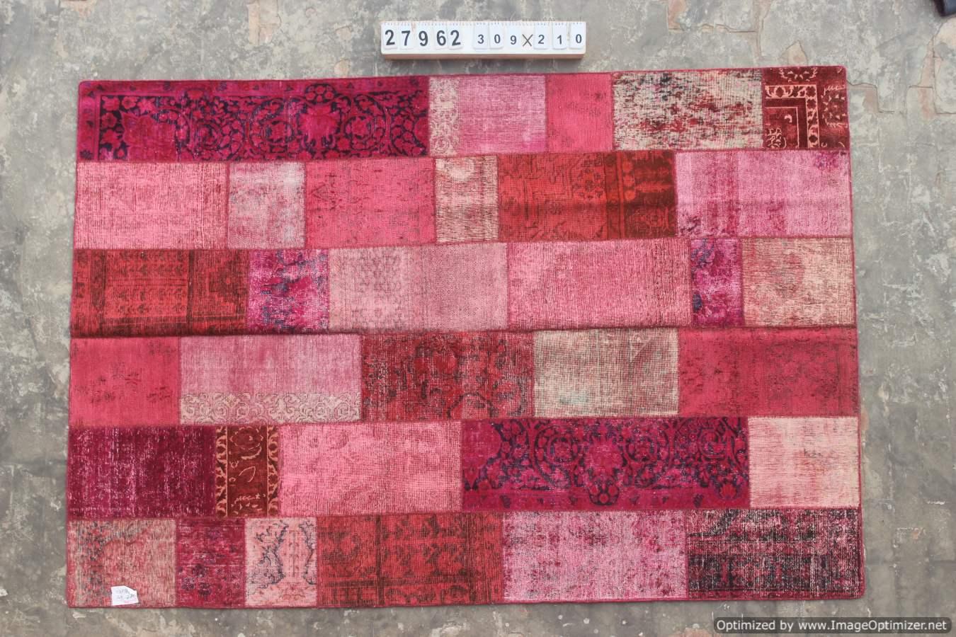 Rood patchwork vloerkleed uit Iran 309cm x 210cm, no 27962 gemaakt uit oude perzen. nu bestelbaar.