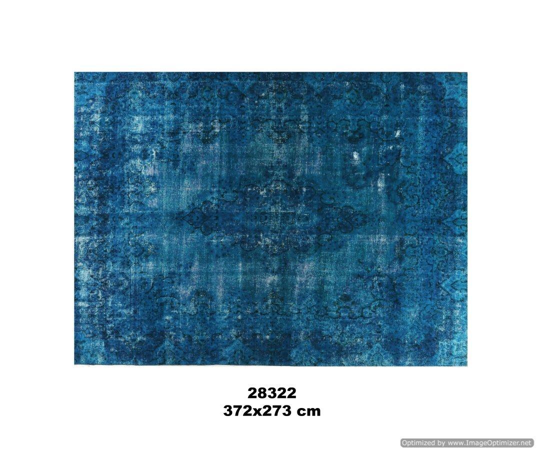 Turquoise kleurig recoloured vloerkleed no 28322 (372cm x 273cm) vloerkleed wat een nieuwe hippe trendy kleur heeft gekregen.