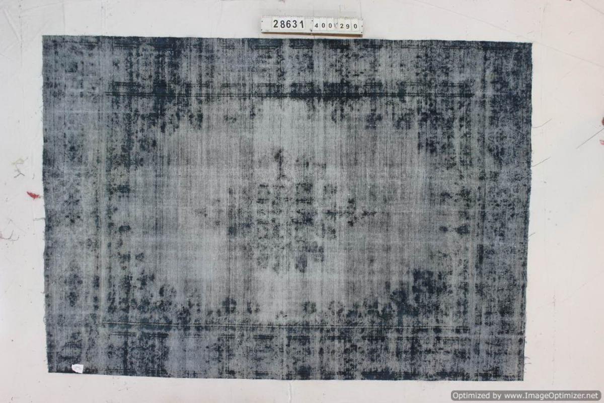 Vintage klassiek vloerkleed  uit Iran nr 28631 ( 400cm x 290cm) tapijt wat een nieuwe hippe trendy kleur heeft gekregen.