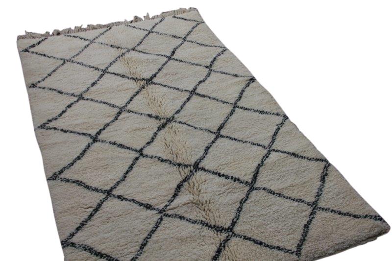 Ivoorwit Beni Ouarain vloerkleed uit Marokko no 3003 (253cm x 154cm)