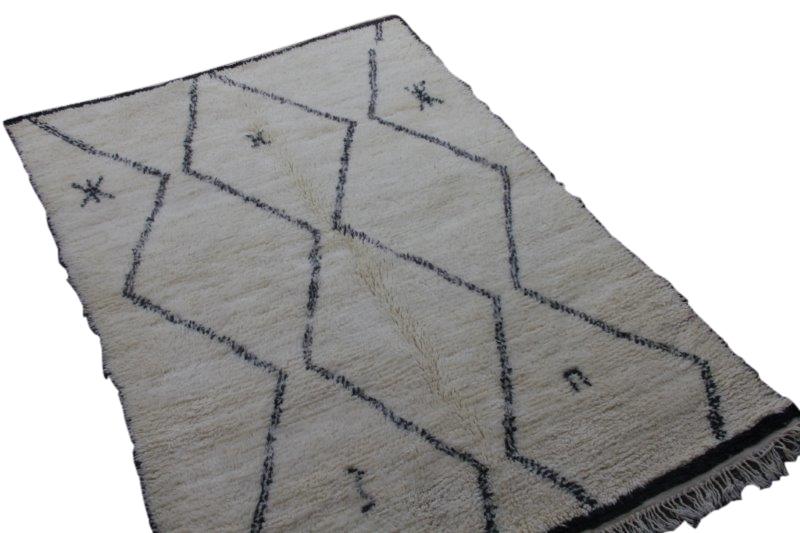 Ivoorwit Beni Ouarain vloerkleed uit Marokko no 3006B (228cm x 156cm)
