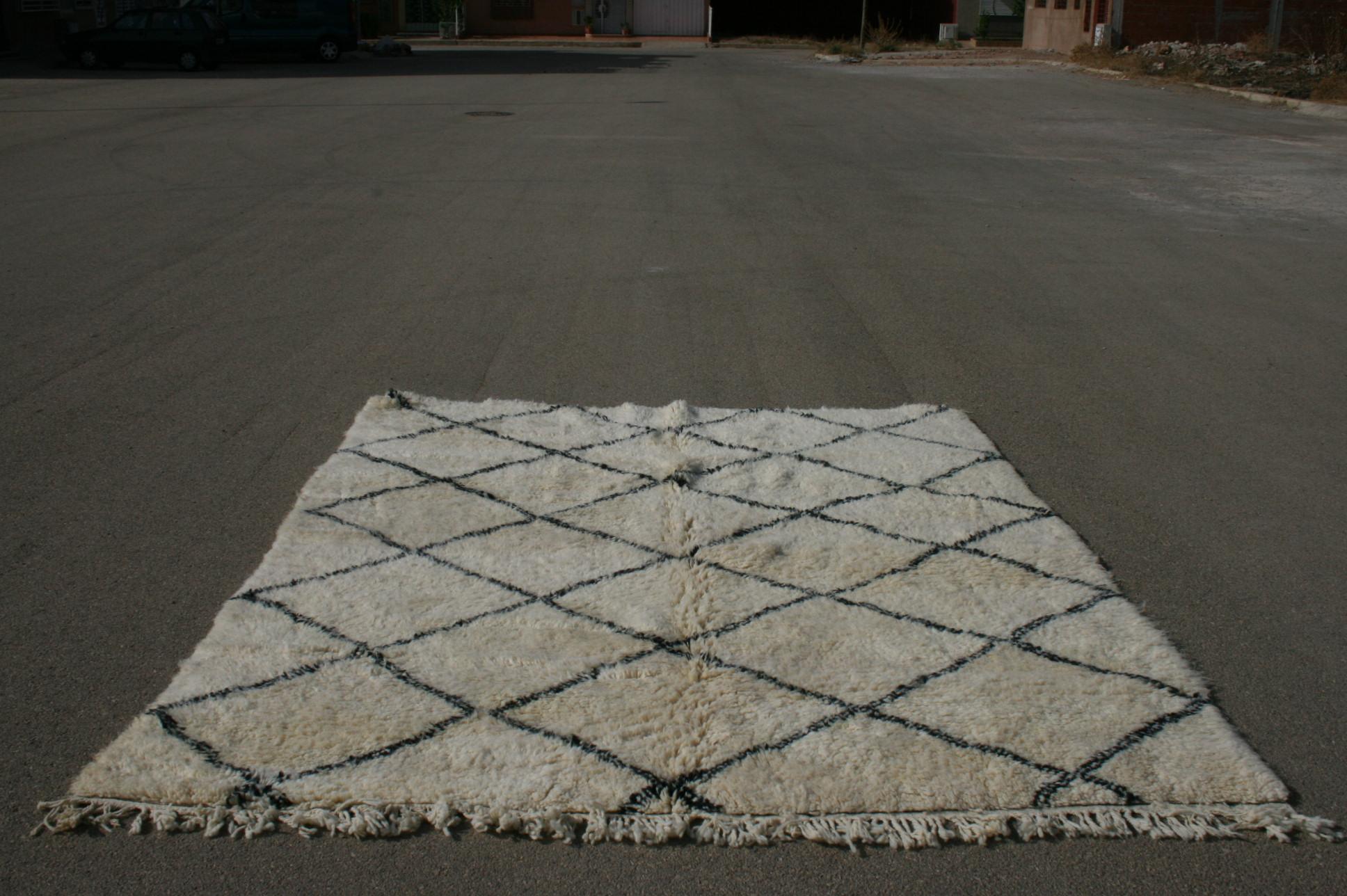 Ivoorwit Beni Ouarain vloerkleed uit Marokko no 3022 (272cm x 218cm)