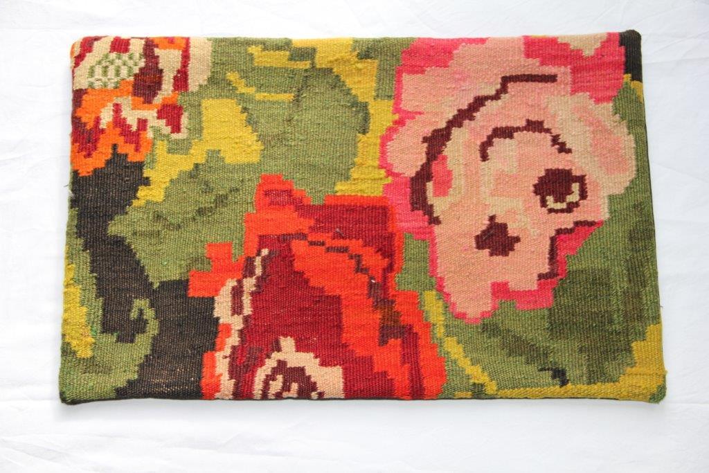Kelim kussen  60cm x 40cm, handgeweven uit Moldavië, no 303 wordt geleverd incl. binnenkussen