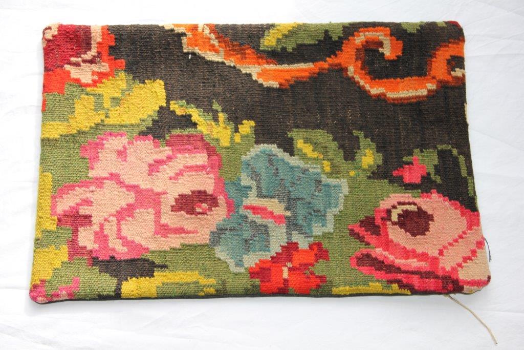 Kelim kussen  60cm x 40cm, handgeweven uit Moldavië, no 304 wordt geleverd incl. binnenkussen