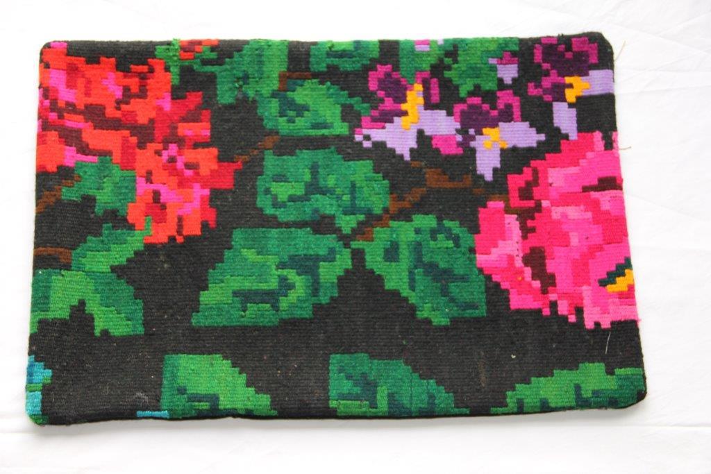 Kelim kussen  60cm x 40cm, handgeweven uit Moldavië, no 305 wordt geleverd incl. binnenkussen