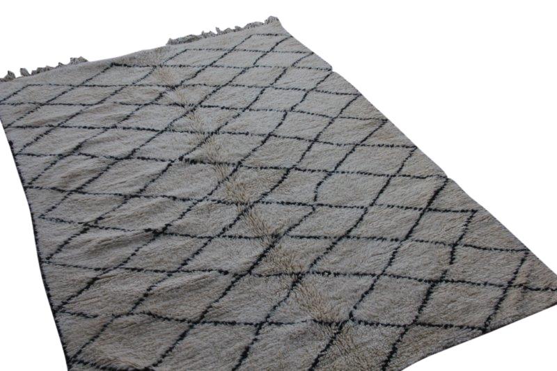 Ivoorwit Beni Ouarain vloerkleed uit Marokko no 3054 (270cm x 190cm)
