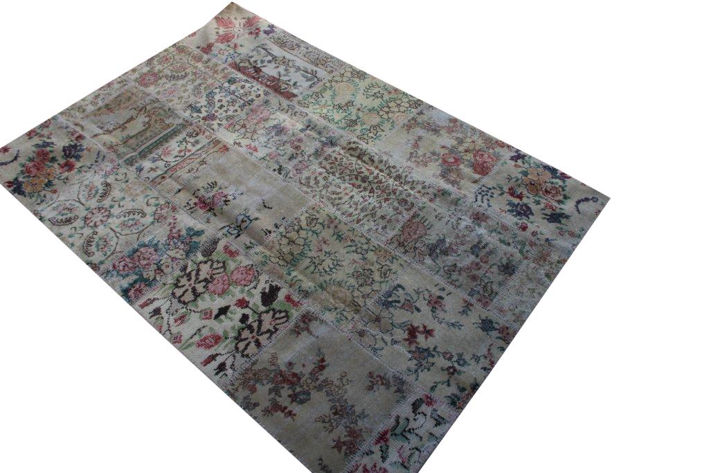Patchwork vloerkleed uit Turkije 240cm x 170cm, no 3054 handgemaakt van oude Turkse kleden met bloemen.