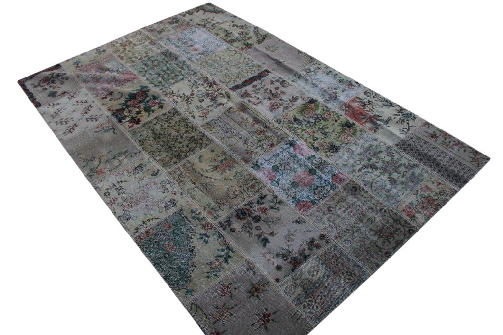 Patchwork vloerkleed uit Turkije 300cm x 200cm, no 3057 handgemaakt van oude Turkse kleden met bloemen.