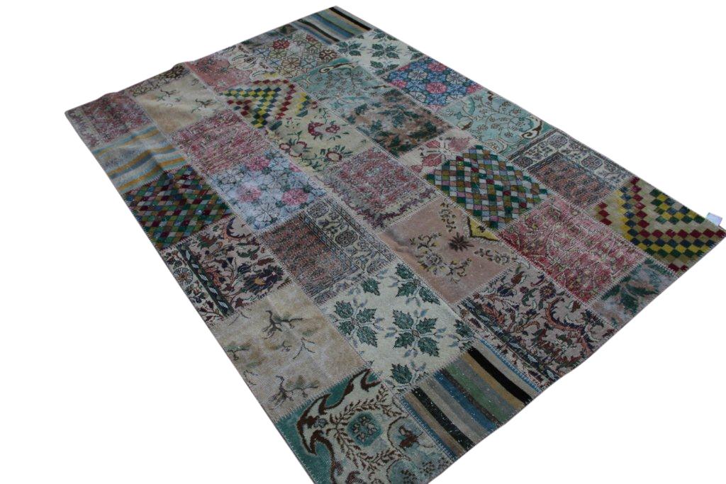 Patchwork vloerkleed uit Turkije 300cm x 200cm, no 3060 handgemaakt van oude Turkse kleden met bloemen.