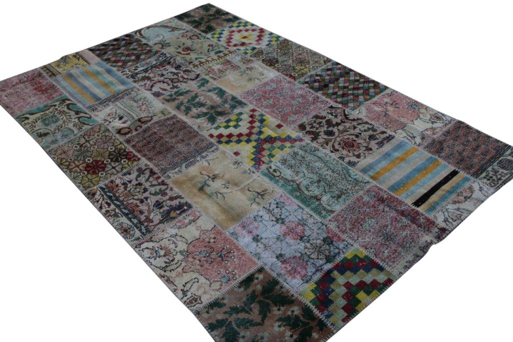 Patchwork vloerkleed uit Turkije 300cm x 200cm, no 3064 handgemaakt van oude Turkse kleden met bloemen.