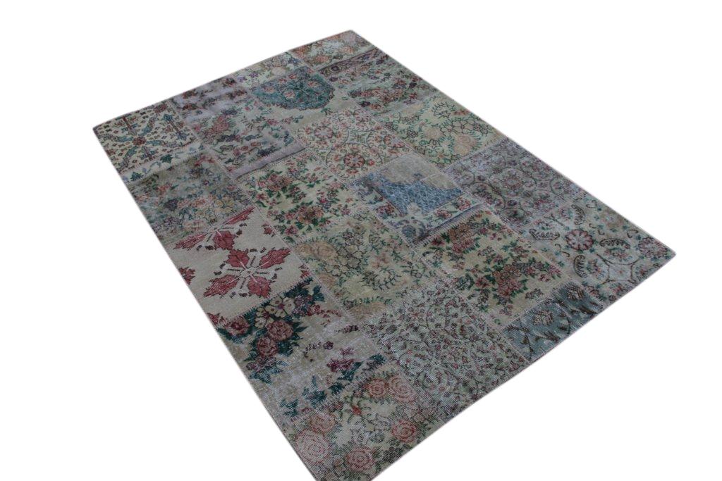 Patchwork vloerkleed uit Turkije 300cm x 200cm, no 3066 handgemaakt van oude Turkse kleden met bloemen.
