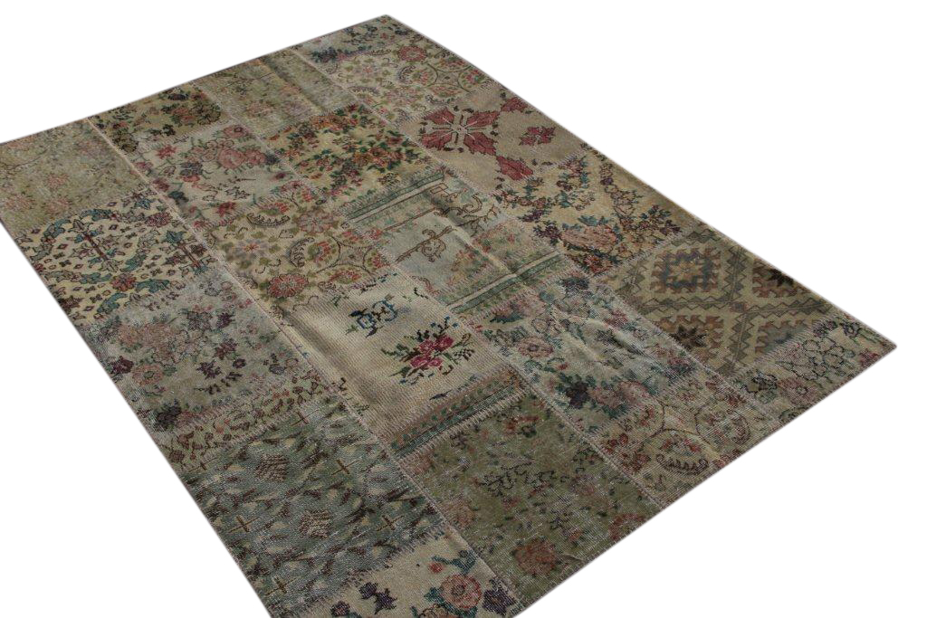 Patchwork vloerkleed uit Turkije 240cm x 170cm, no 3068 handgemaakt van oude Turkse kleden met bloemen.