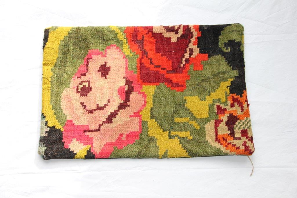 Kelim kussen  60cm x 40cm, handgeweven uit Moldavië, no 307 wordt geleverd incl. binnenkussen
