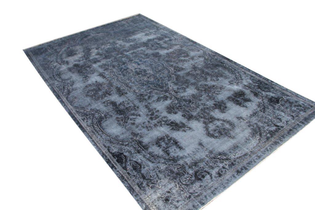 Authentiek recoloured vloerkleed nr 30923 (357cm x 215cm) tapijt wat een nieuwe hippe trendy kleur heeft gekregen.