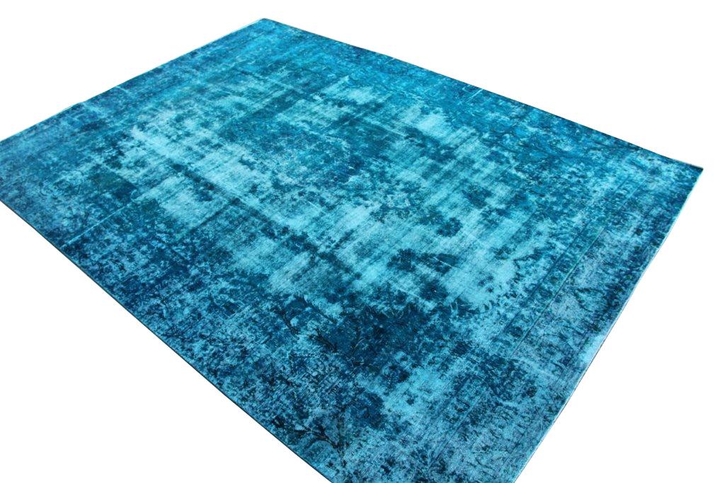 Recoloured klassiek vloerkleed nr 31778 ( 387cm x 255cm) tapijt wat een nieuwe hippe trendy kleur heeft gekregen.