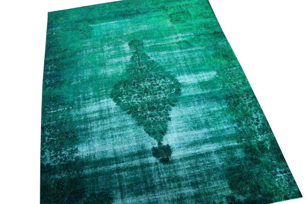 Recoloured klassiek vloerkleed nr 31779 ( 401cm x 302cm) tapijt wat een nieuwe hippe trendy kleur heeft gekregen.