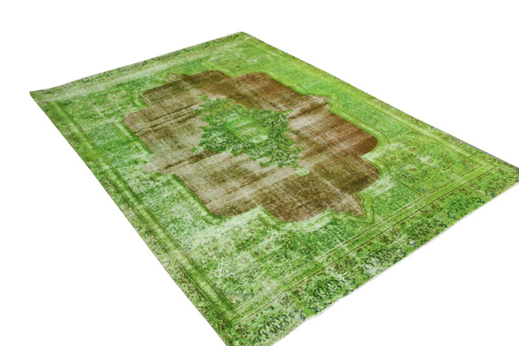 Recoloured klassiek vloerkleed nr 31784 ( 320cm x 220cm) tapijt wat een nieuwe hippe trendy kleur heeft gekregen. NIEUW BINNEN!