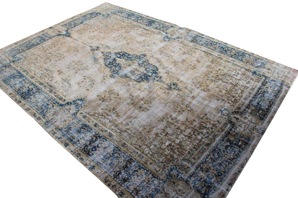 Recoloured klassiek vloerkleed nr 31813( 392cm x 284cm) tapijt wat een nieuwe hippe trendy kleur heeft gekregen.