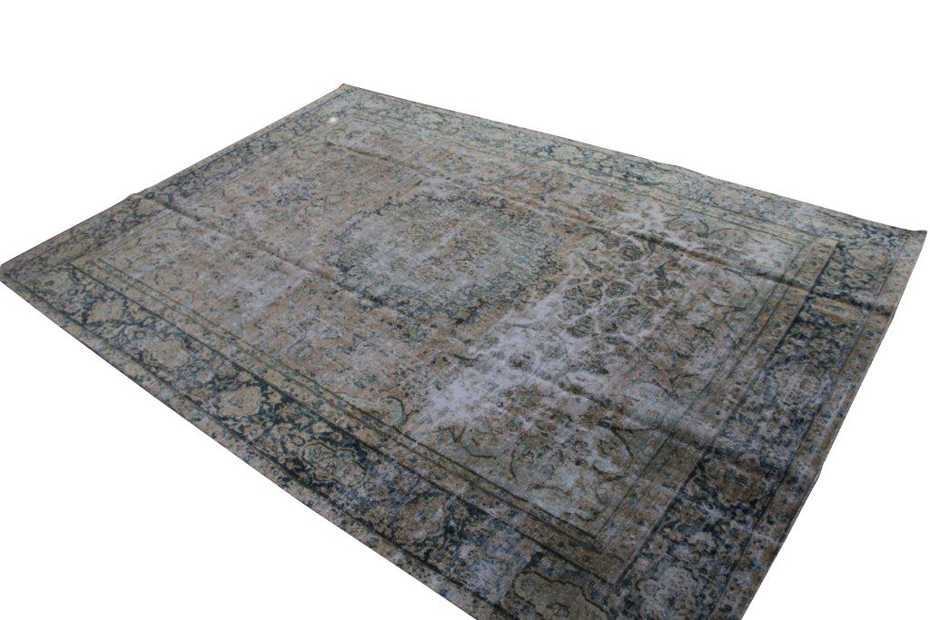 Recoloured klassiek vloerkleed nr 31831( 368cm x 262cm) tapijt wat een nieuwe hippe trendy kleur heeft gekregen. NIEUW BINNEN!
