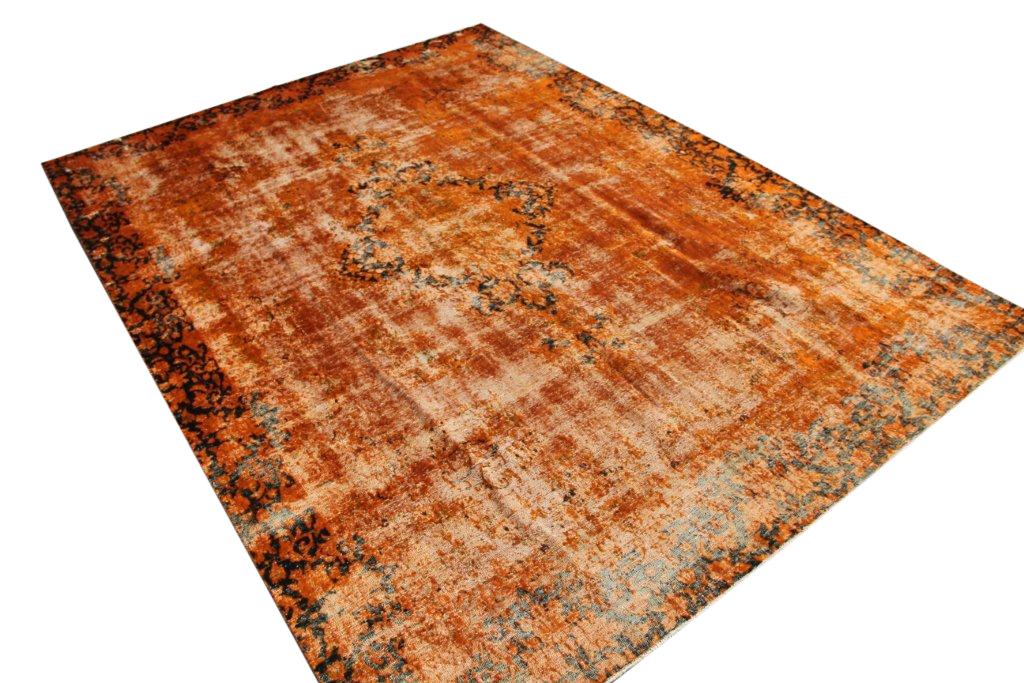 Vintage klassiek vloerkleed  uit Iran nr 31869 ( 364cm x 266cm) tapijt wat een nieuwe hippe trendy kleur heeft gekregen.