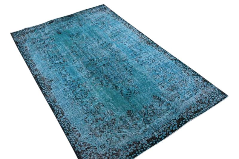 Vintage vloerkleed nr 3204 (271cm x 171cm)  Dit kleed ligt bij Silo 6 in Harderwijk, u kunt het online bij ons bestellen