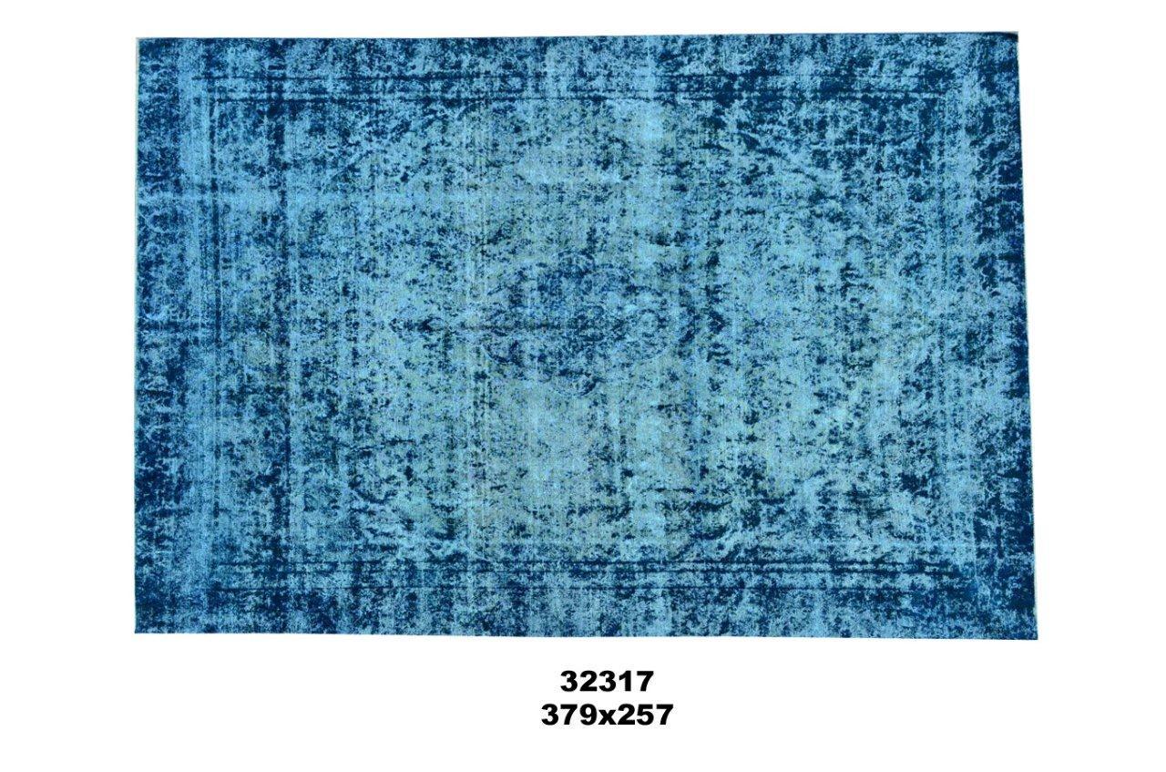 Blauw kleurig vintage tapijt no 32317 (379cm x 257cm) vloerkleed wat een nieuwe hippe trendy kleur heeft gekregen.
