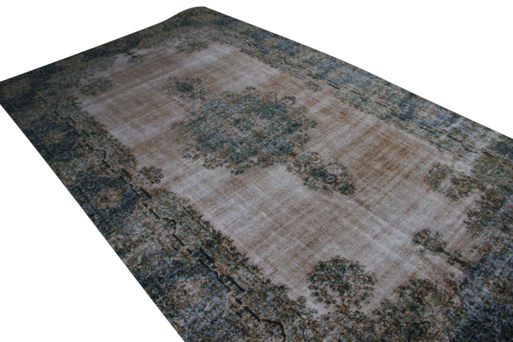 Authentiek recoloured vloerkleed nr 33296 (463cm x 274cm) tapijt wat een nieuwe hippe trendy kleur heeft gekregen.