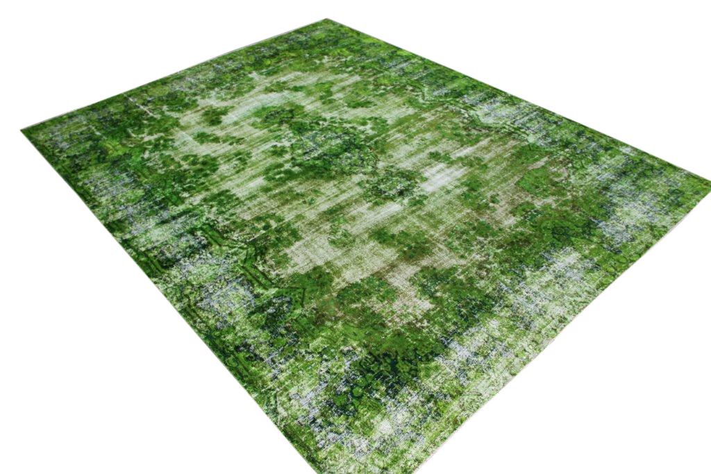 Gifgroen vloerkleed  uit Iran nr 33311 ( 335cm x 260cm) tapijt wat een nieuwe hippe trendy kleur heeft gekregen.