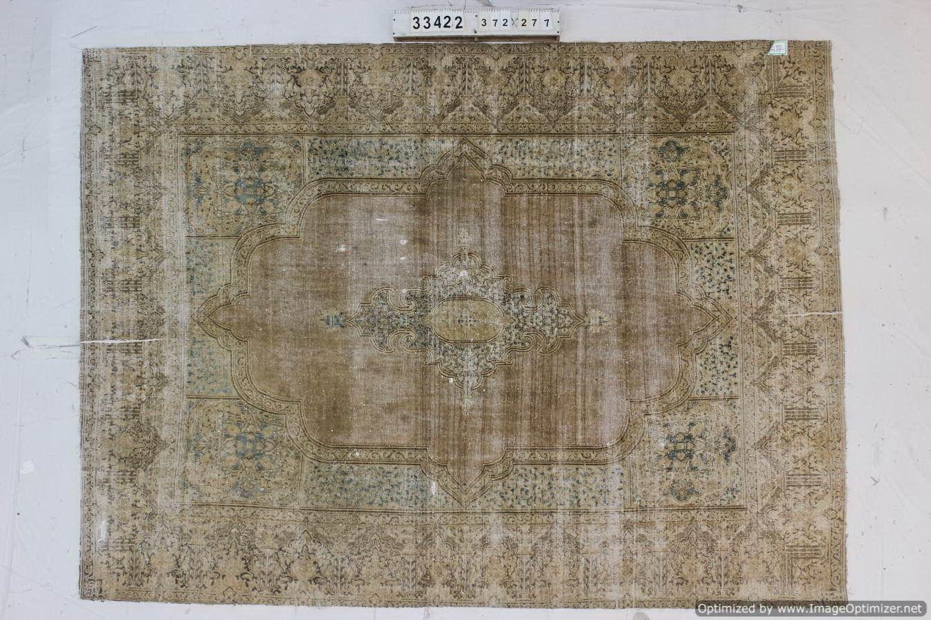 Recoloured  vloerkleed nr 33422 ( 372cm x 271cm) tapijt wat een nieuwe hippe trendy kleur heeft gekregen.