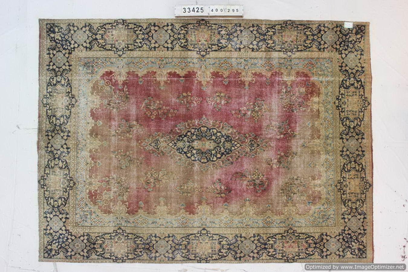 Recoloured  vloerkleed nr 33425 ( 400cm x 295cm) tapijt wat een nieuwe hippe trendy kleur heeft gekregen.