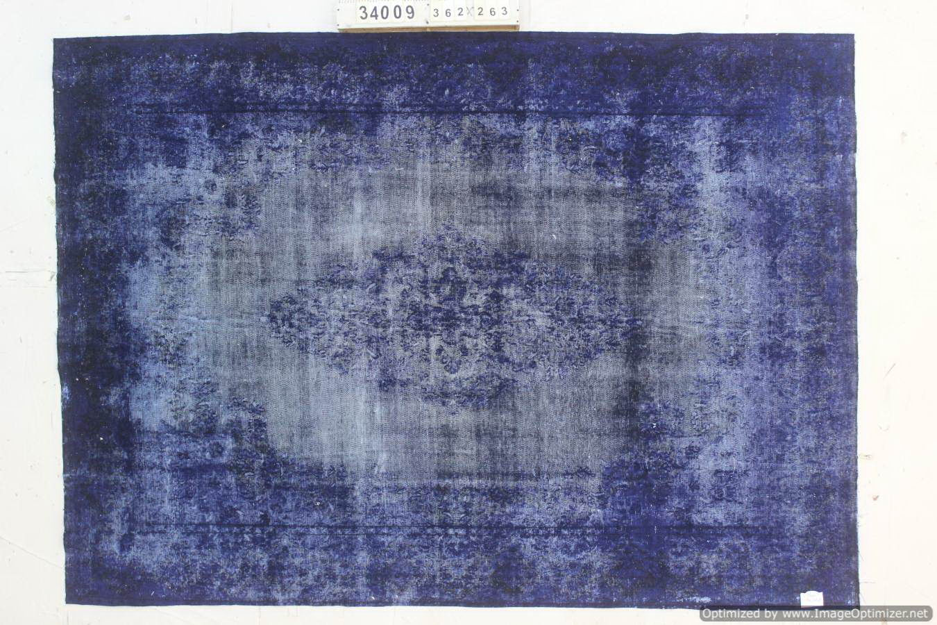 Vintage klassiek vloerkleed  uit Iran nr 34009 ( 362cm x 263cm) tapijt wat een nieuwe hippe trendy kleur heeft gekregen.
