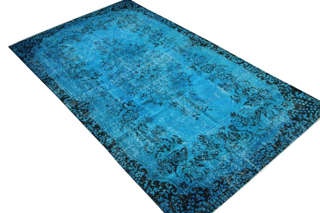 Blauw vintage tapijt no 3546 (287cm x 161cm) vloerkleed wat een nieuwe hippe trendy kleur heeft gekregen.