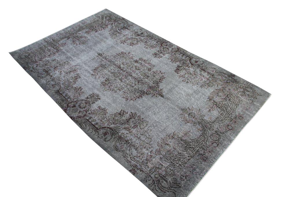 Taupe vintage tapijt no 3548 (275cm x 164cm) vloerkleed wat een nieuwe hippe trendy kleur heeft gekregen.
