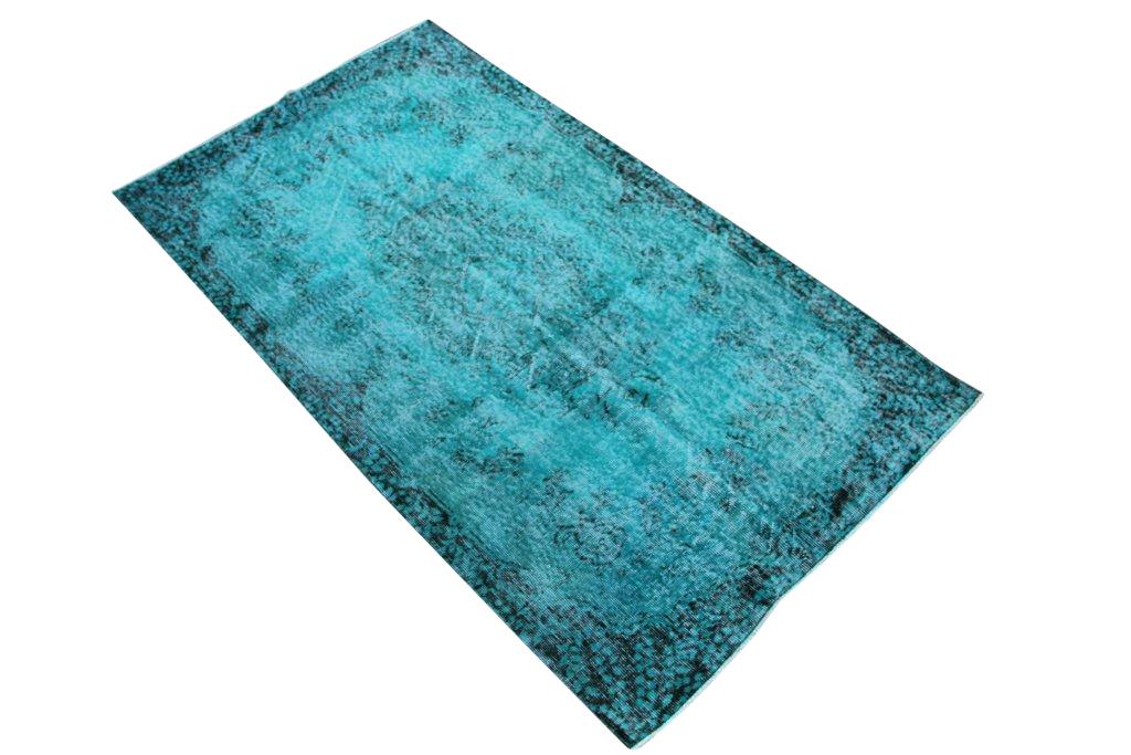Blauw vintage tapijt no 3553 (213cm x 119cm) vloerkleed wat een nieuwe hippe trendy kleur heeft gekregen.
