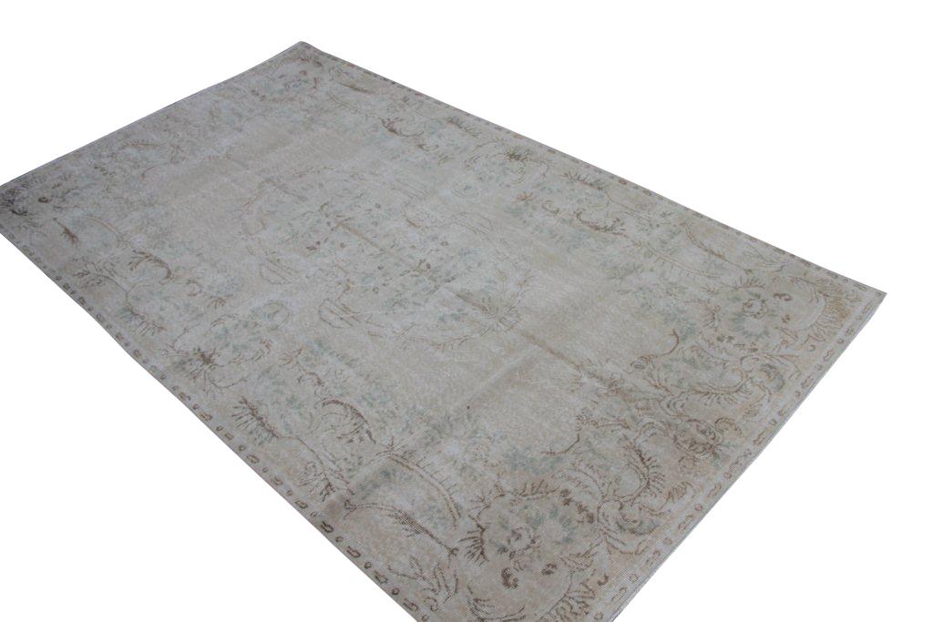 Licht vintage tapijt no 3561 (308cm x 181cm) vloerkleed wat een nieuwe hippe trendy kleur heeft gekregen.