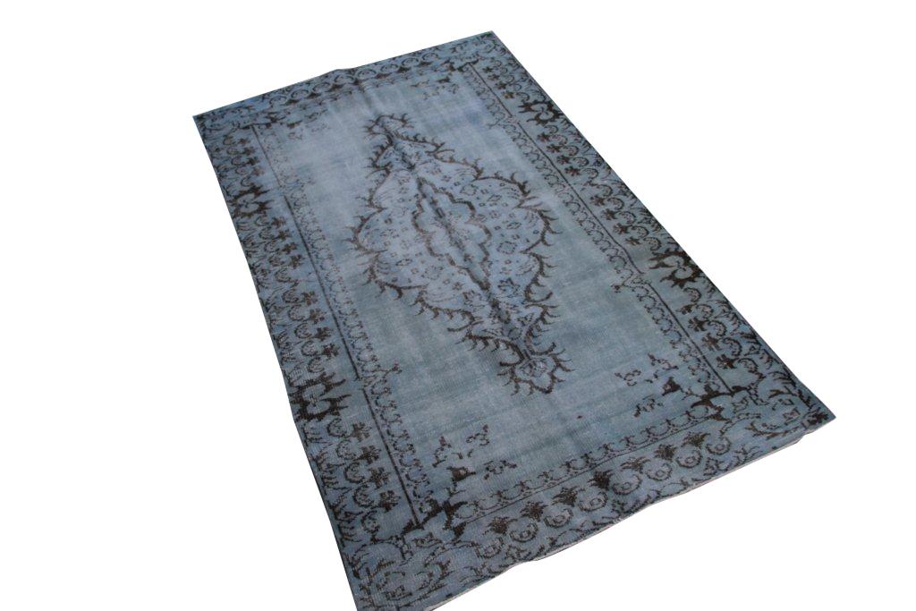 Grijs blauw vloerkleed nr 4013 (254cm x 146cm) (Dit kleed ligt bij Silo 6 in Harderwijk. U kunt het daar bekijken maar ook bij ons online bestellen).