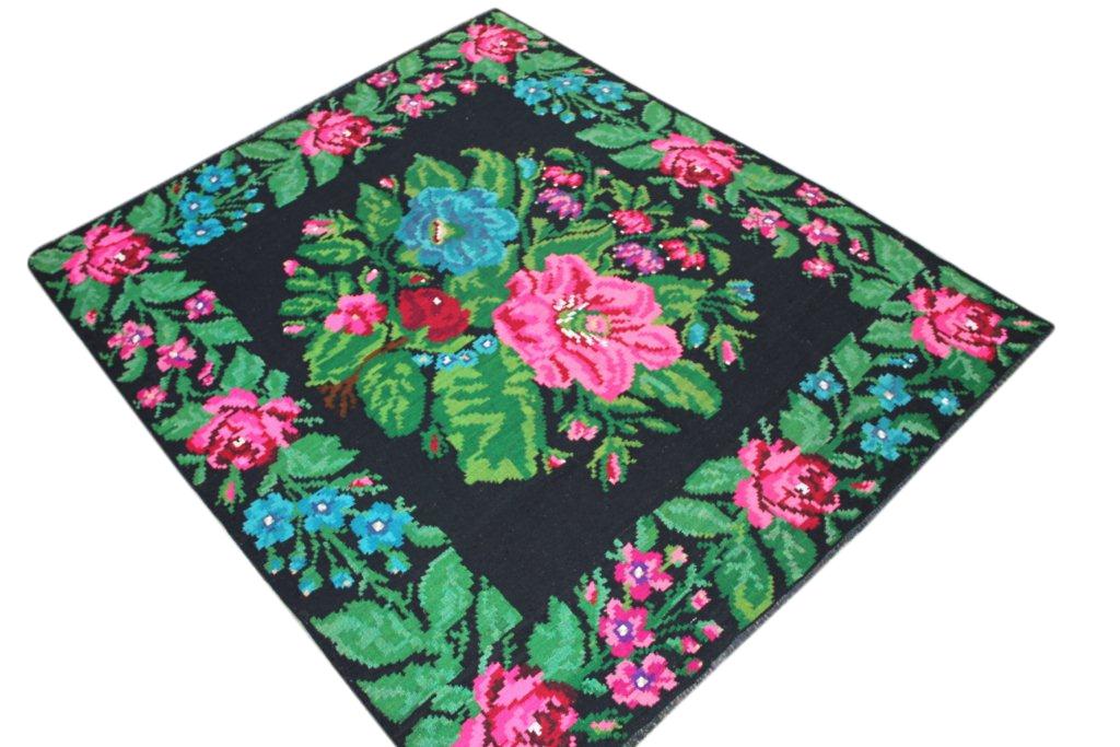 Kelim met rozen nr 418 (214cm x 182cm) Handgeweven kelim in perfecte staat 30 tot 80 jaar oud.
