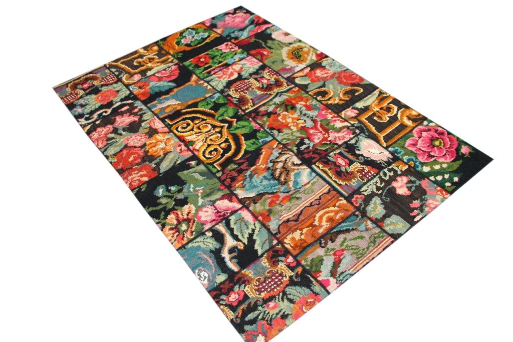Kelim patchwork  425 (244cm x 174cm) rozenkelim patchwork, inclusief onderkleed van katoen.