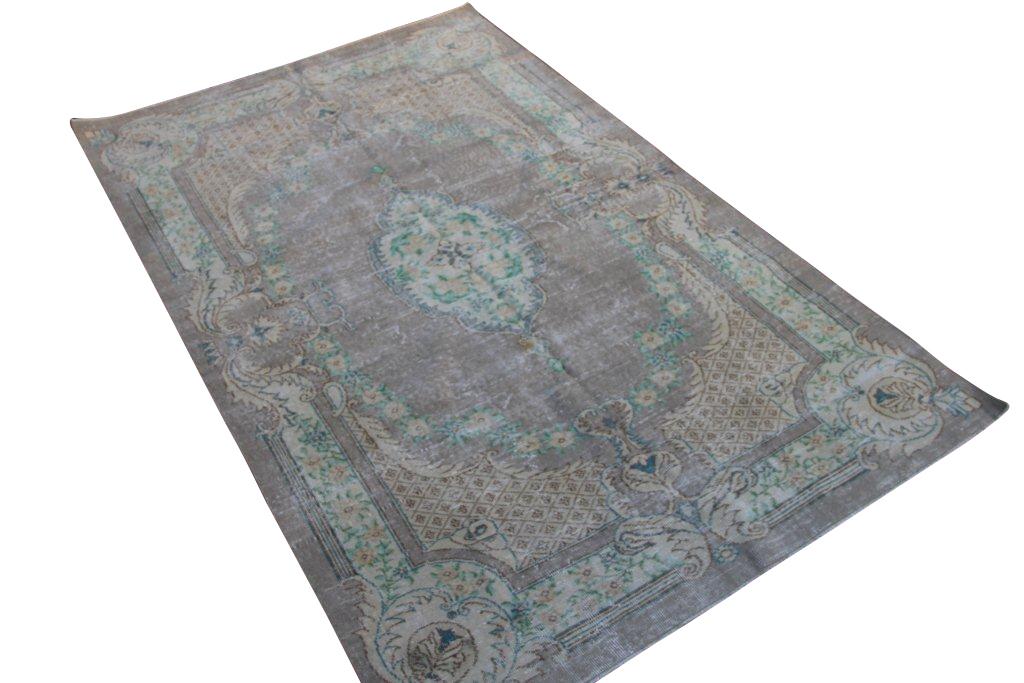 NIEUW BINNEN vintage vloerkleed  uit Turkije 263cm x 161cm, no 4301   Dit kleed ligt bij Silo 6 in Harderwijk u kunt het wel online bij ons bestellen.