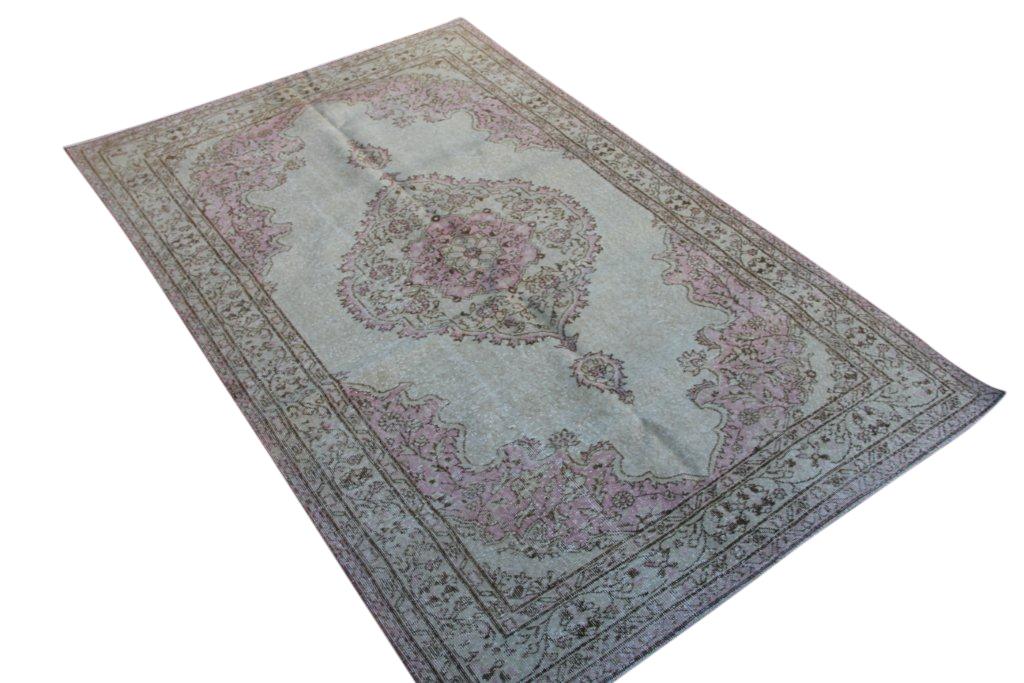 NIEUW INGEKOCHT licht met roze vintage vloerkleed  uit Turkije 260cm x 167cm, no 4303