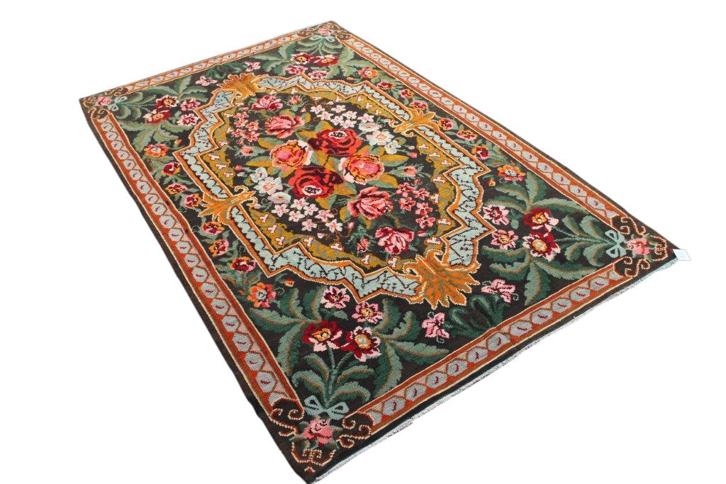 Kelim met rozen nr 4326 (185cm x 296cm) Handgeweven kelim in perfecte staat 30 tot 80 jaar oud.