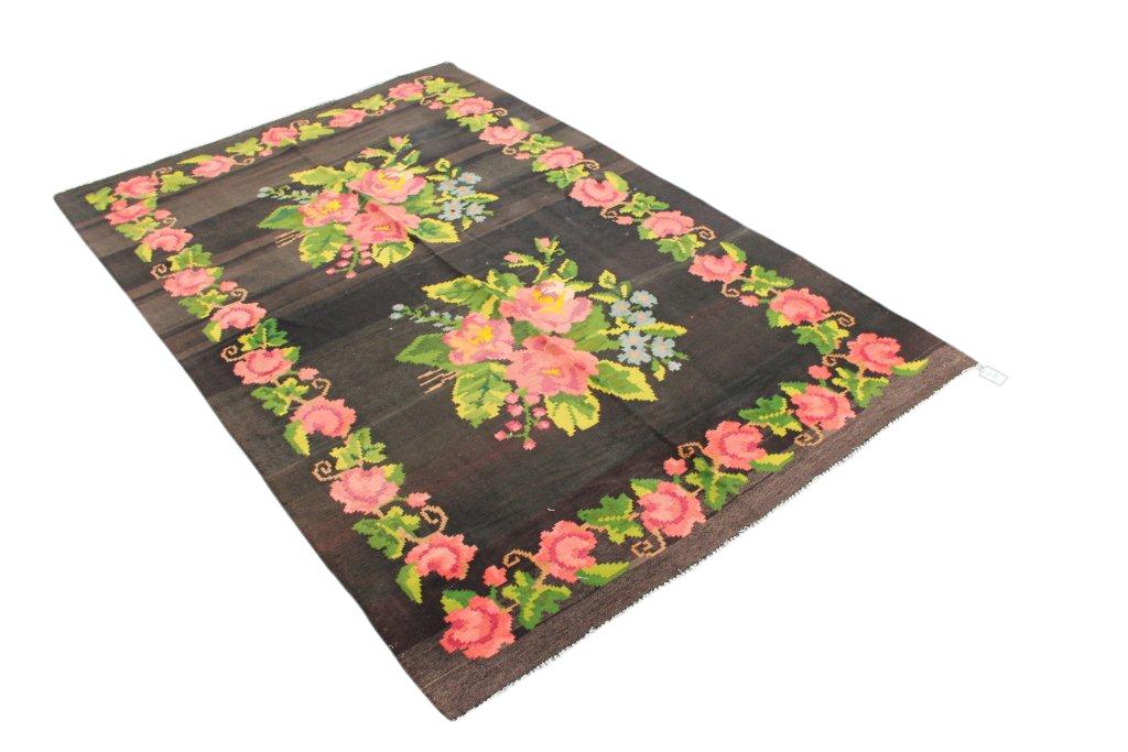 Kelim met rozen nr 4365 (177cm x 281cm) Dit kleed rafelt aan de rand en mag daarom weg voor een speciale prijs.
