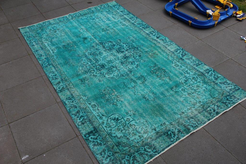 Turquoise vintage vloerkleed nr 4441  (274cm x 164cm)    Direct uit voorraad leverbaar.