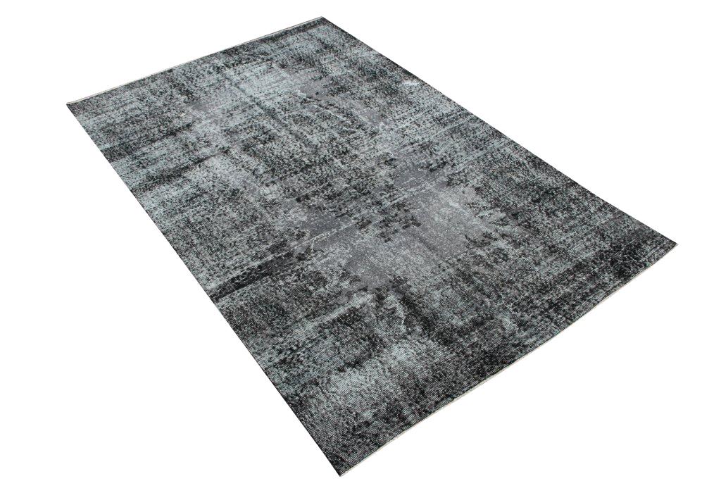 Zwart recoloured vloerkleed nr 448    (270cm x 174cm) tapijt wat een nieuwe hippe trendy kleur heeft gekregen.