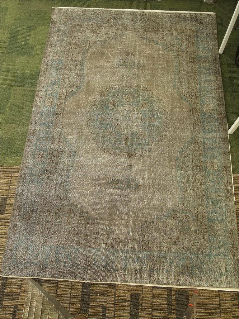 Zandkleur, blauw vintage vloerkleed nr 4508  (217cm x 336cm)   Vloerkleed is vanaf  5 juni leverbaar.