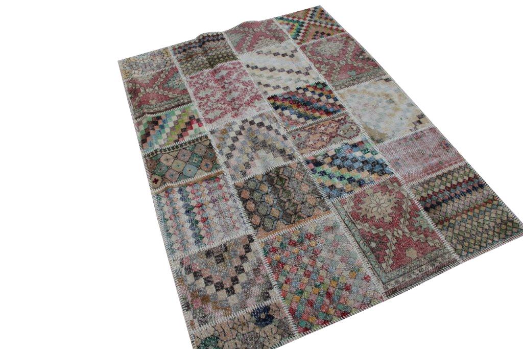 Patchwork vloerkleed   4516  (236cm x 173cm) gemaakt vintage vloerkleden incl.onderkleed van katoen.
