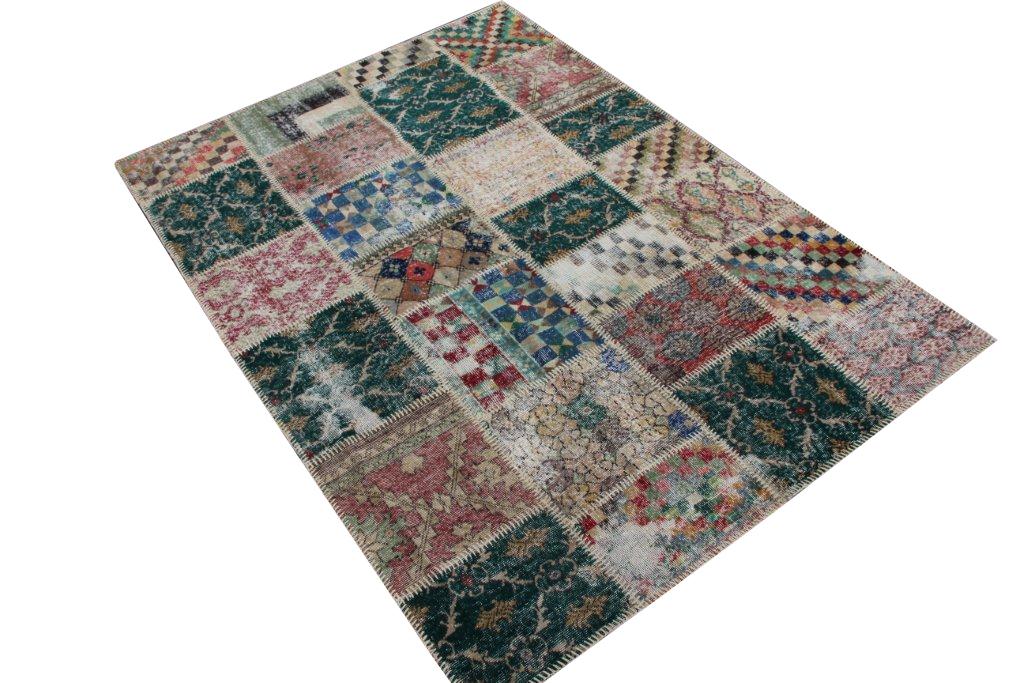 Patchwork vloerkleed   4525  (236cm x 169cm) gemaakt vintage vloerkleden incl.onderkleed van katoen. GERESERVEERD