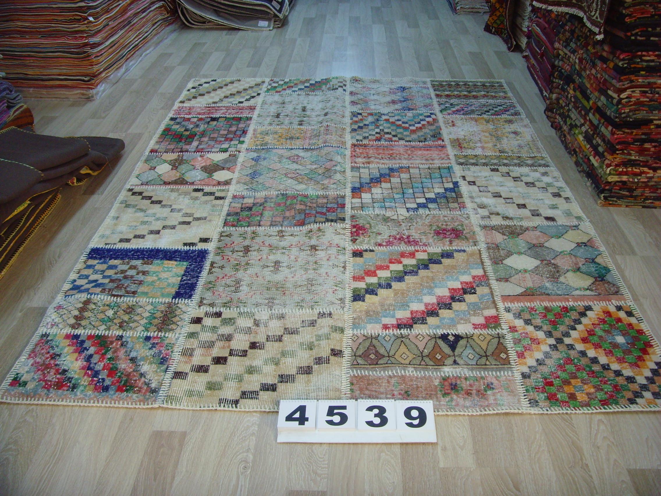 Patchwork vloerkleed   4542  (300cm x 204cm) gemaakt vintage vloerkleden incl.onderkleed van katoen.