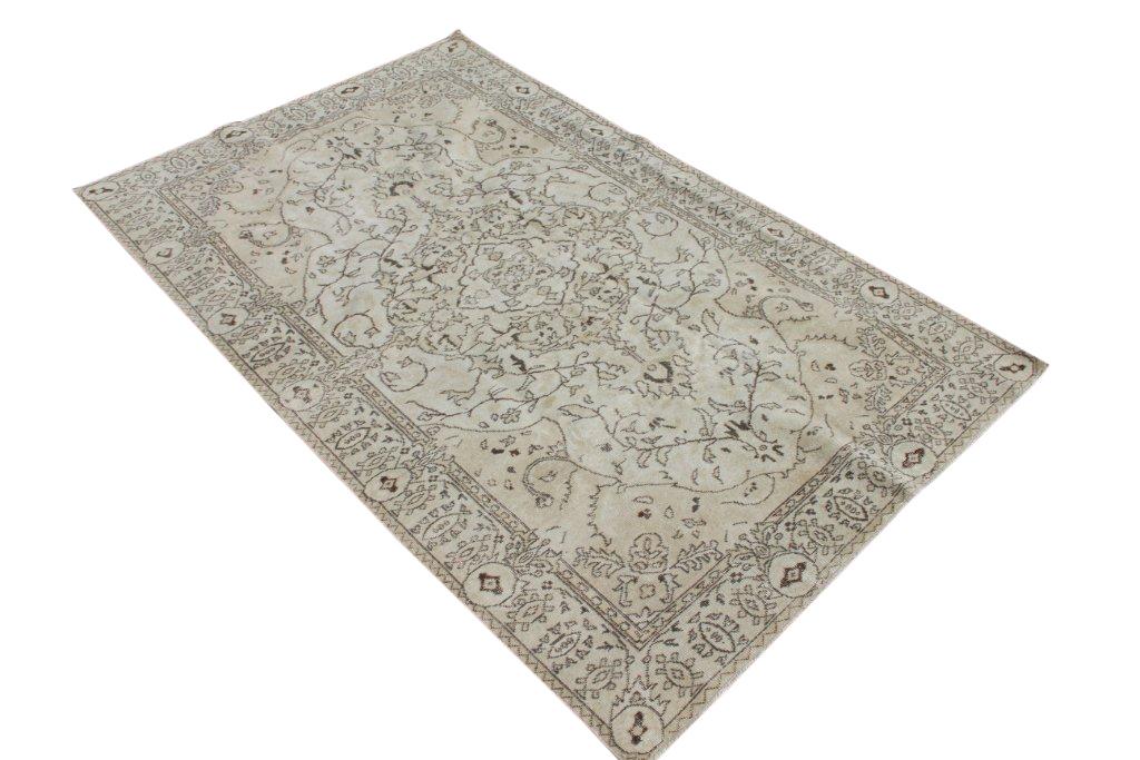 Zandkleurig tapijt no 455D (267cm x 172cm) groot vloerkleed wat een nieuwe hippe trendy kleur heeft gekregen.